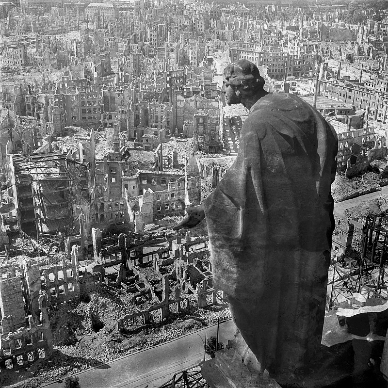 destroyed Dresden 1945