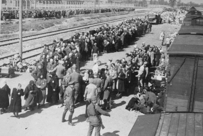 arrival of JEWS AT AUSCHWITZ-BIRKENAU